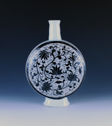 Jon Loer, Porcelain moon flask with scrafitto decoration, 2012